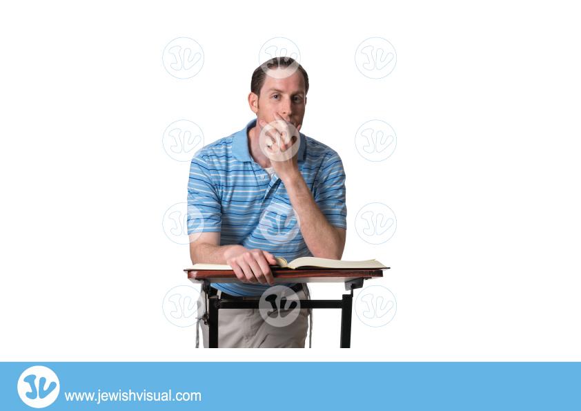 Man learning Torah and thinking – איש לומד תורה וחושב